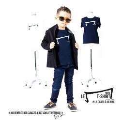 evan petit garçon de 5 ans nous présente le mini M tee shirt de la marque Aurélien Magnano rentrée des classes