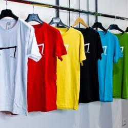 Les M tee shirt de la marque Aurelien Magnano dans le store boutique à Montauban  sur des cintres -nombreuse couleurs