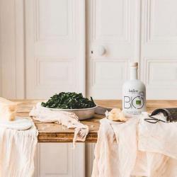 huile d-olive-bio-kalios-sur une table