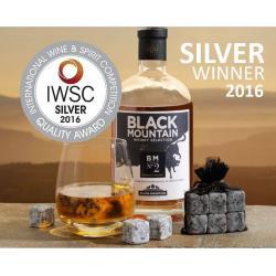 Whisky N°2 Premium-BLACK MOUNTAIN-medaille d-argent-iwsc-2016-verre avec glacons