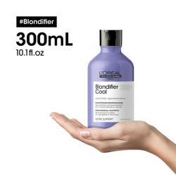 L'Oréal Serie Expert Blondifier Cool Shampoing cheveux blonds 300ml posé sur une main