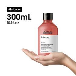 3474636975259-inforcer-shampooing-loreal-professionnel-anti-casse-renforcateur-300ml-sur-une-main