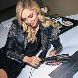 styler-ghd-unplugged-noir-aurelien-magnano-shopping-sans-fil-avec femme-blonde